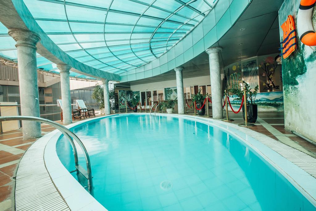 hồ bơi Khách sạn mường thanh hotel vinh