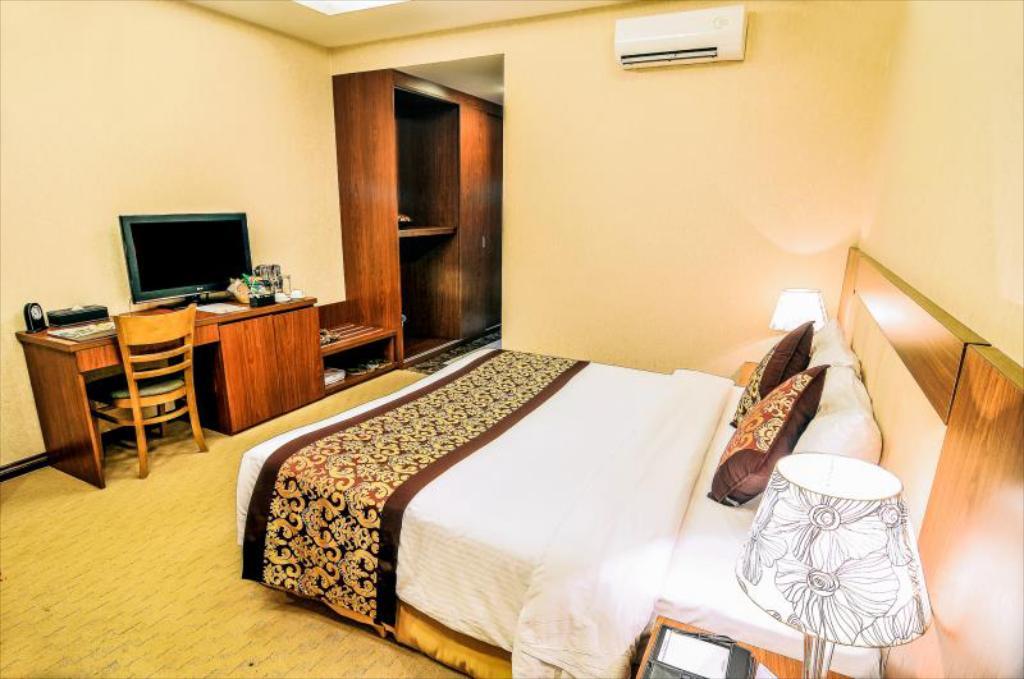 Phòng superior 2 người Khách sạn Mường Thanh Holiday Vũng Tàu